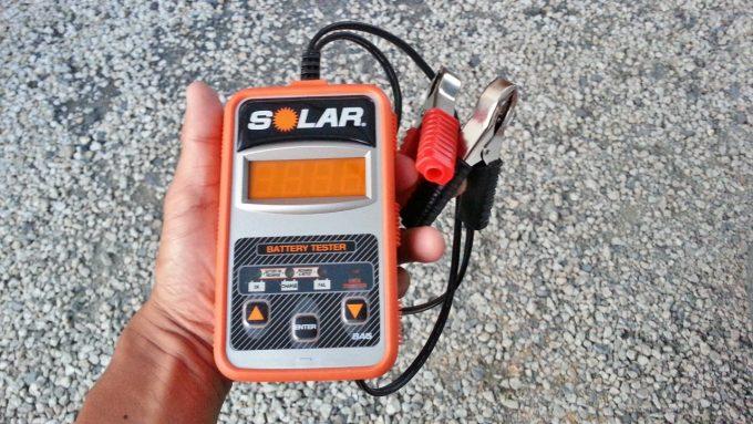 バッテリーの性能を測定するCCAテスター