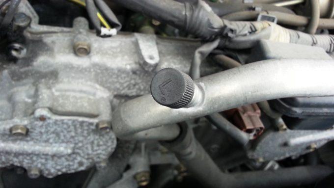 カーエアコンの低圧側チャージポート