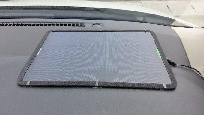 ソーラーパネルの固定に使ったワイヤーステッカー