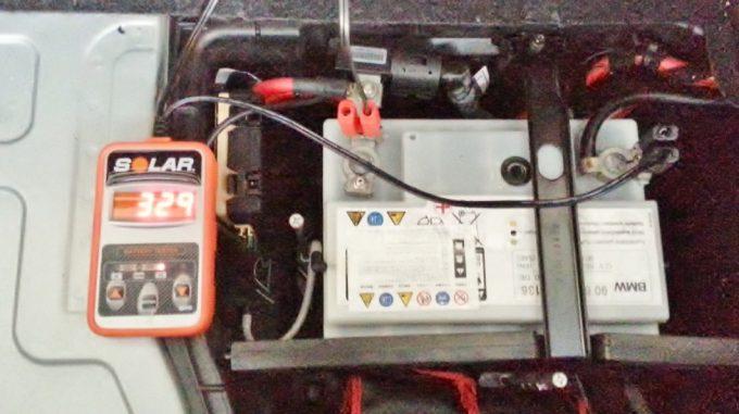 CCAテスターでバッテリーのCCA値を測定