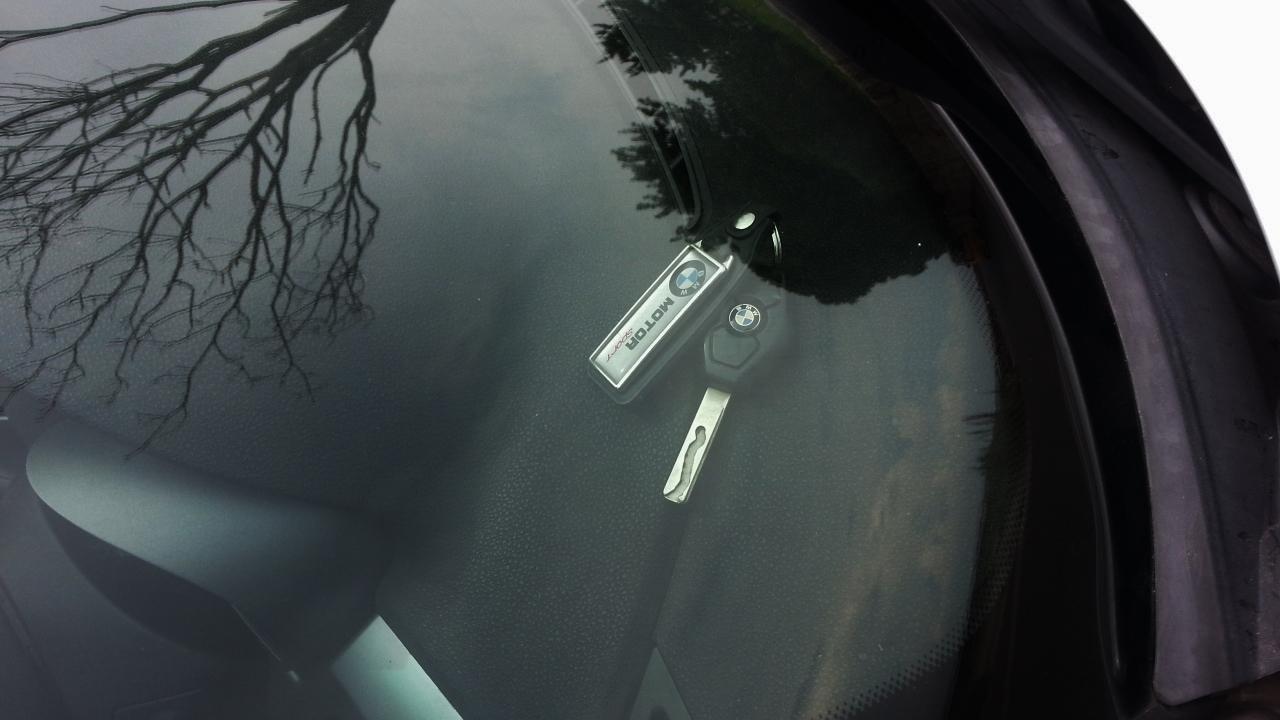 車のキー閉じ込め(インロック)した時の対処法