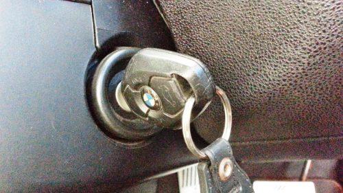 車のエンジンがかからない鍵が回らない時の対処法