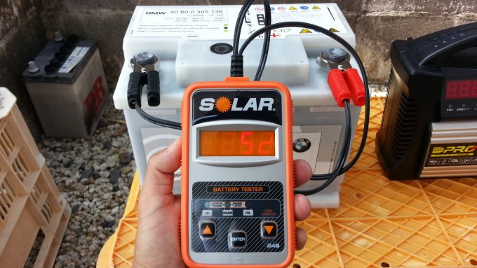 バッテリーのCCA値を測定するCCAテスター