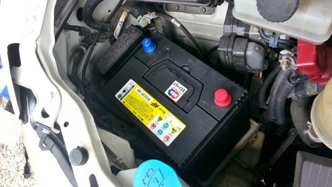 バッテリー交換で新しいバッテリーを載せる