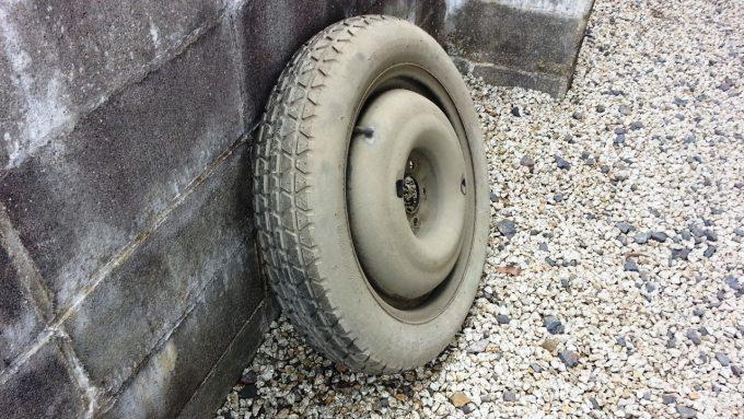 スペアタイヤの表面