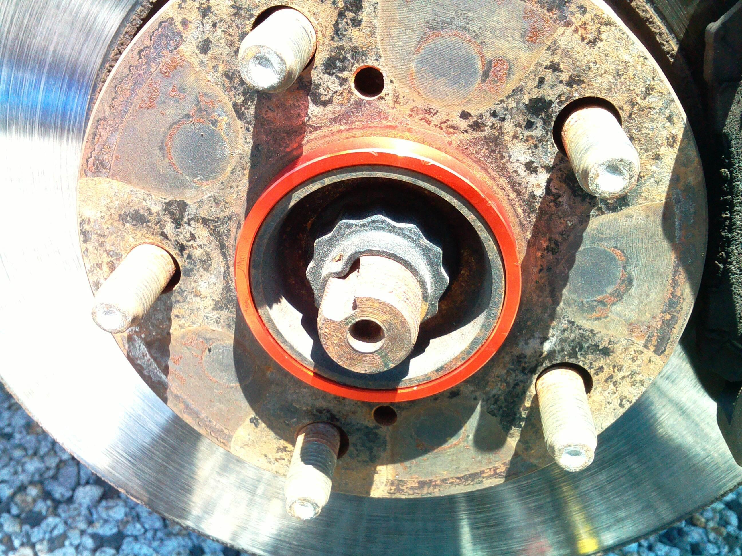 社外アルミホイールでハンドルがブレたらハブリングが効果的