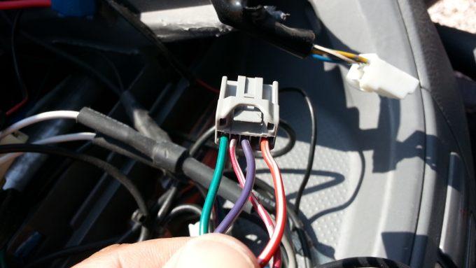 後付けクルコンの車速信号配線があるオプションコネクター