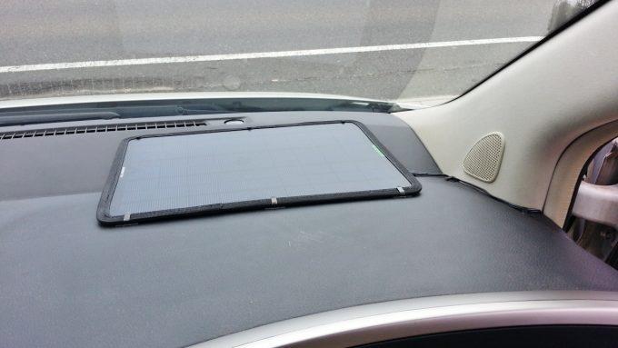 自動車にソーラーパネルをDIY取り付け