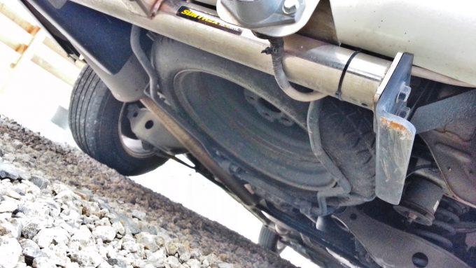 スペアタイヤが保管されているのはトランク下か床下