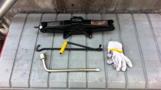 パンク修理で使った車載工具