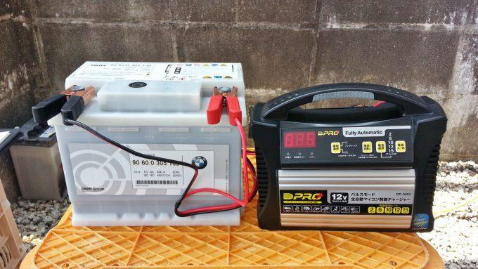 バッテリーにパルス充電器を接続