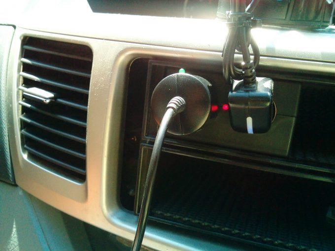 二連ソケットにドライブレコーダーの電源を差し込む