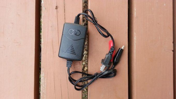 ネットショップで購入したバイク用のバッテリー充電器