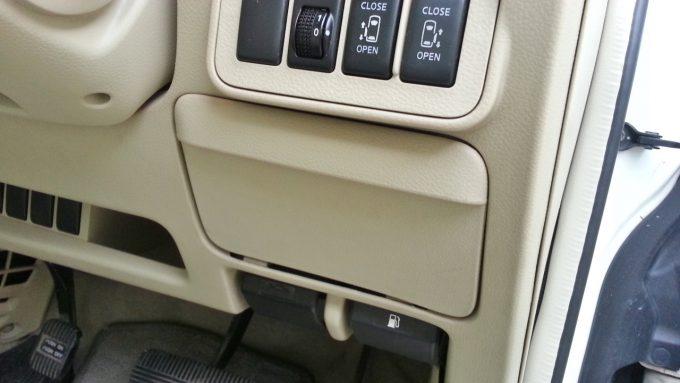 運転席のグローブボックス