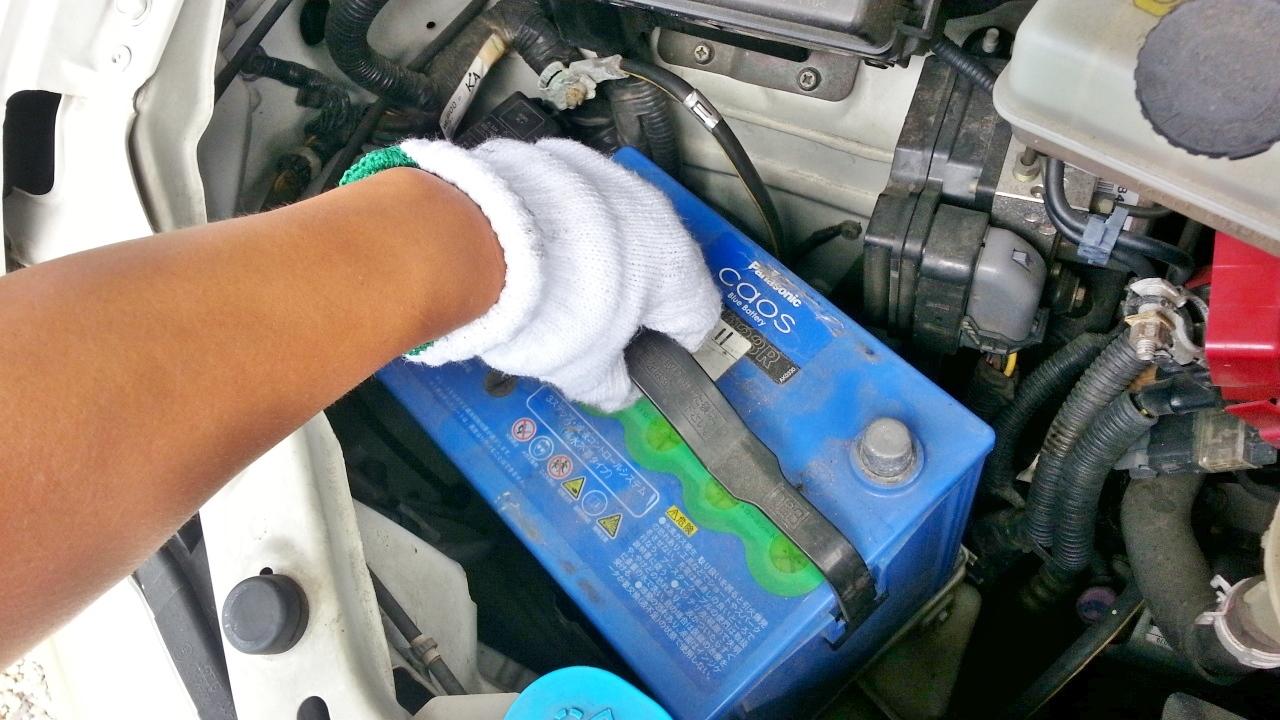 【簡単6ステップ】自分で車のバッテリーを交換する方法