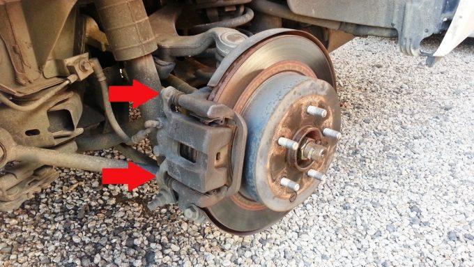 ブレーキキャリパーを固定しているボルト