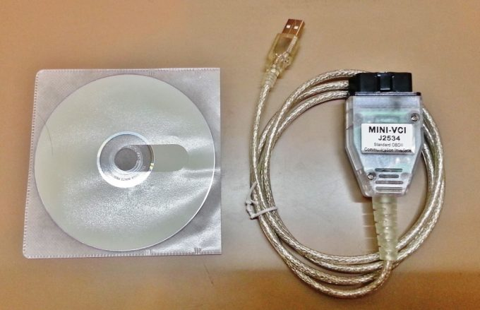 エンジン警告灯のエラーコードを読み取るための診断機の付属品