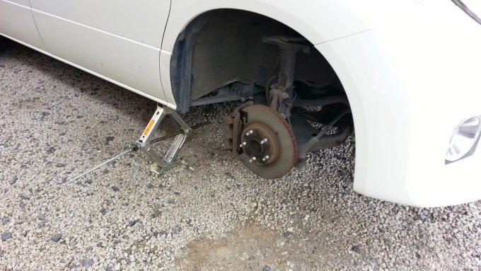 スペアタイヤを取り付ける前