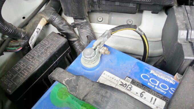 バッテリー交換のマイナスケーブル