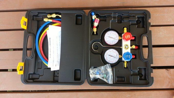 エアコンの圧力測定やガス補充で使うゲージマニホールド