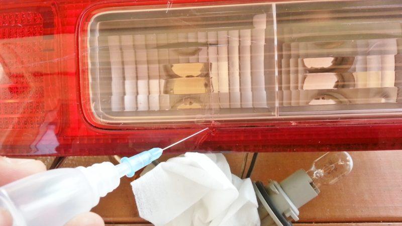 ブレーキランプの割れを補修する方法