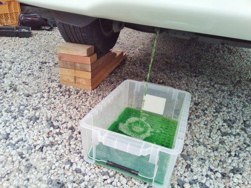 自分でラジエター洗浄とクーラント交換する方法