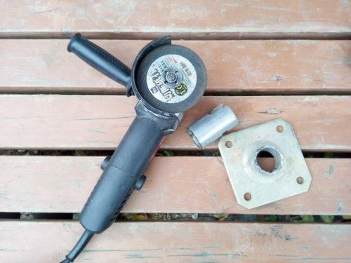 電動サンダーで単管パイプパーツを切断