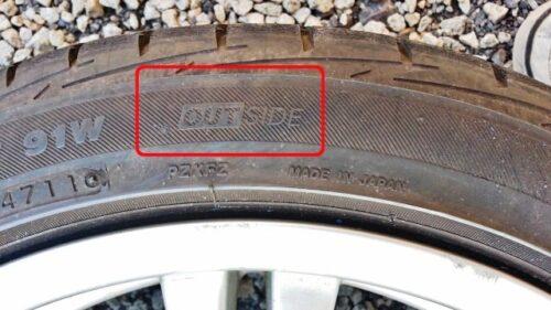 タイヤのイン・アウト表示を確認する