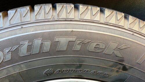 オートバックスのスタッドレスタイヤのノーストレックを装着して約3年の表面の状態