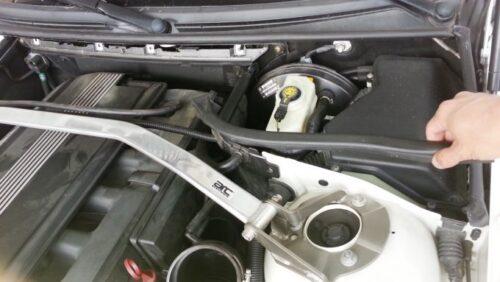 エンジンコンピューターの遮熱版の取り外し