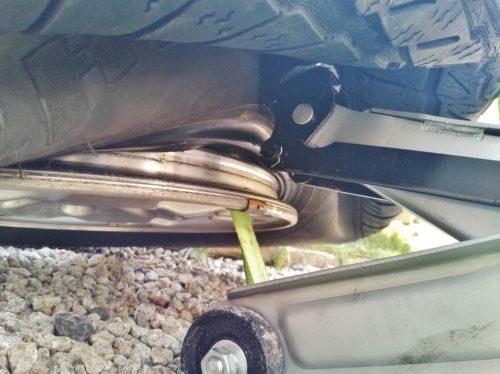 油圧ジャッキを使って硬いタイヤのビードを落とす方法