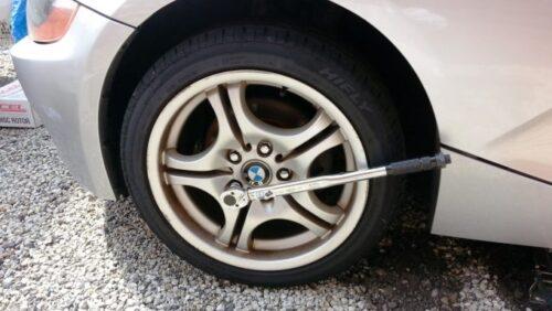 タイヤ交換に使う車載道具