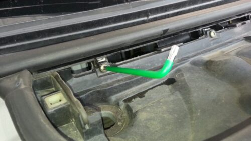 マイクロフィルターの受け皿を取り外したり、エンジンについている部品を取り外したりする時に使います