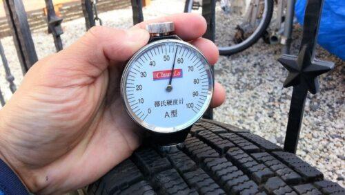 アイスフロンテージのタイヤのゴム硬度