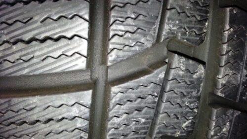 オートバックスのスタッドレスタイヤのノーストレックを装着して約3年のトレッドの状態