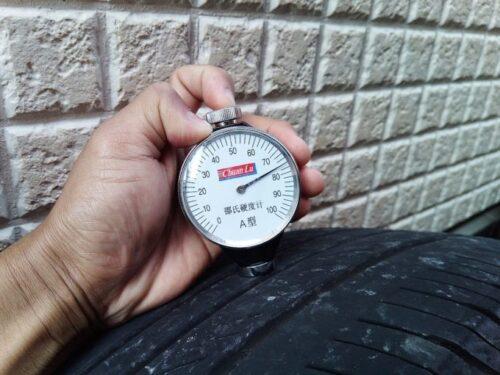 ハイフライタイヤ2万キロ走行後のゴム硬度