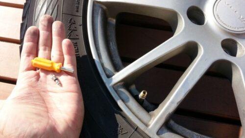 タイヤのムシが外れたところ
